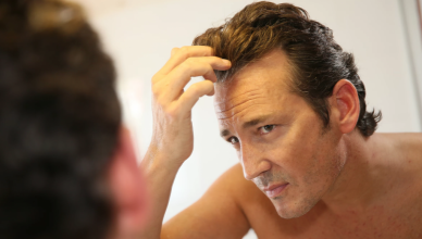 Deixar cabelo masculino crescer