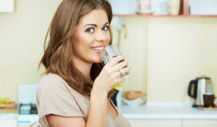 Quantos litros de água devemos beber por dia? descubra