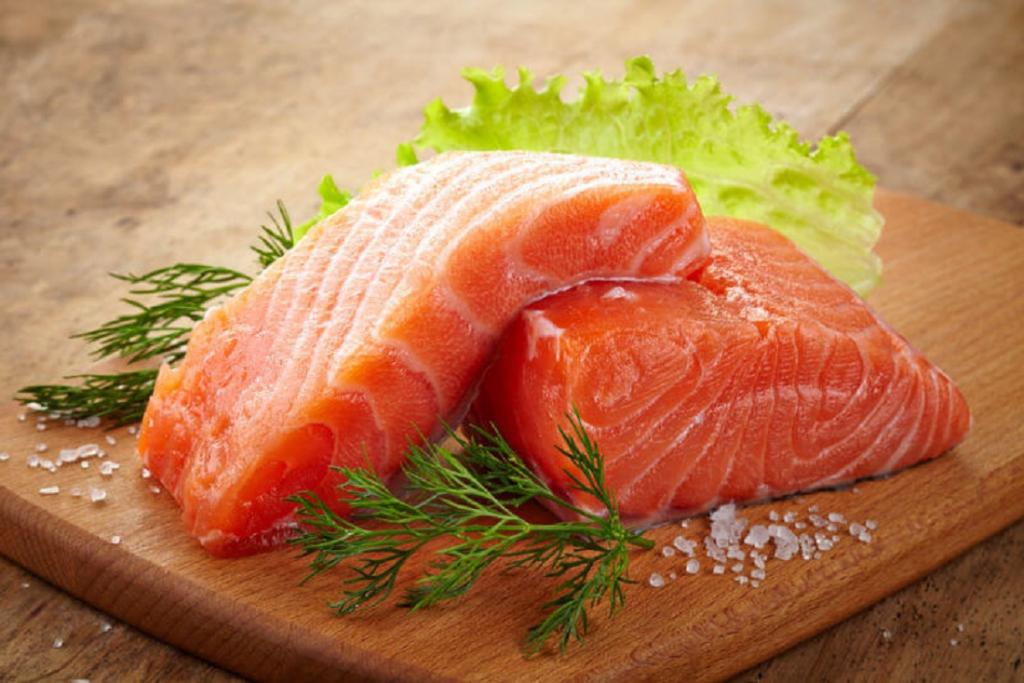 alimentos para queda de cabelo salmão